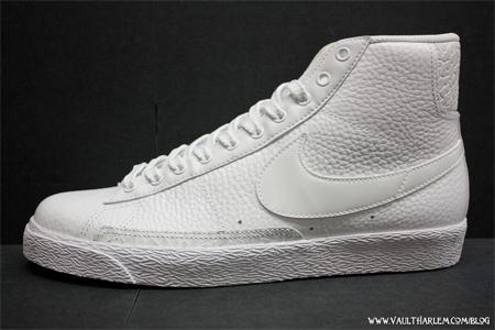 white nike blazer